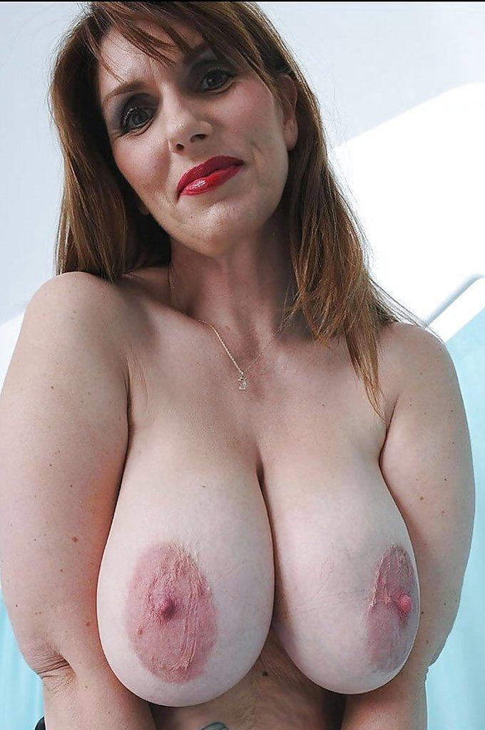 Голые тети с огромными сосками, кончают в рот веб камера